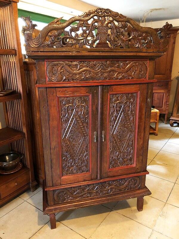 Orientalna szafka rzeźbiona