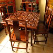 chiński stół i cztery krzesła